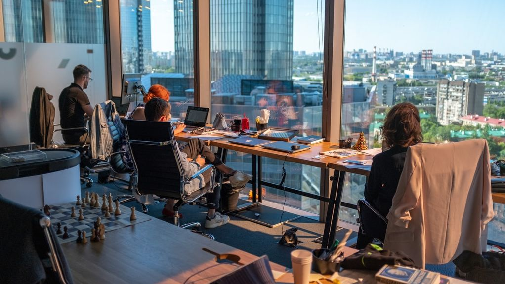 Workplaces híbridos: diseñando lugares de trabajo inteligentes con estrategias claves para nuestros negocios
